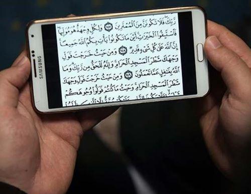 حكم قراءة القرآن من تطبيقات الهاتف الذكي